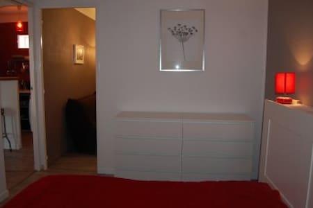 maisonnette 42 m² et sa terrasse - Salon-de-Provence - บ้าน