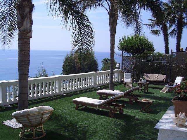 trilocale bellissima vista spiagge  - Taggia