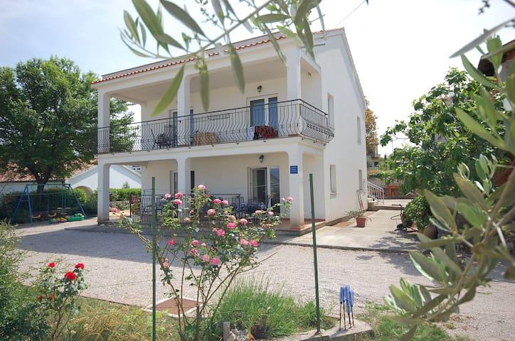 Ap close to the sea IOVINO A/2+1br2 - Vantacici - Apartment