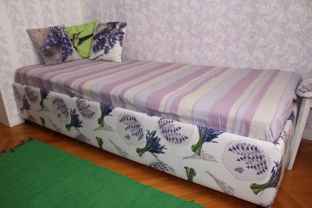 Comfortable and nice single bed