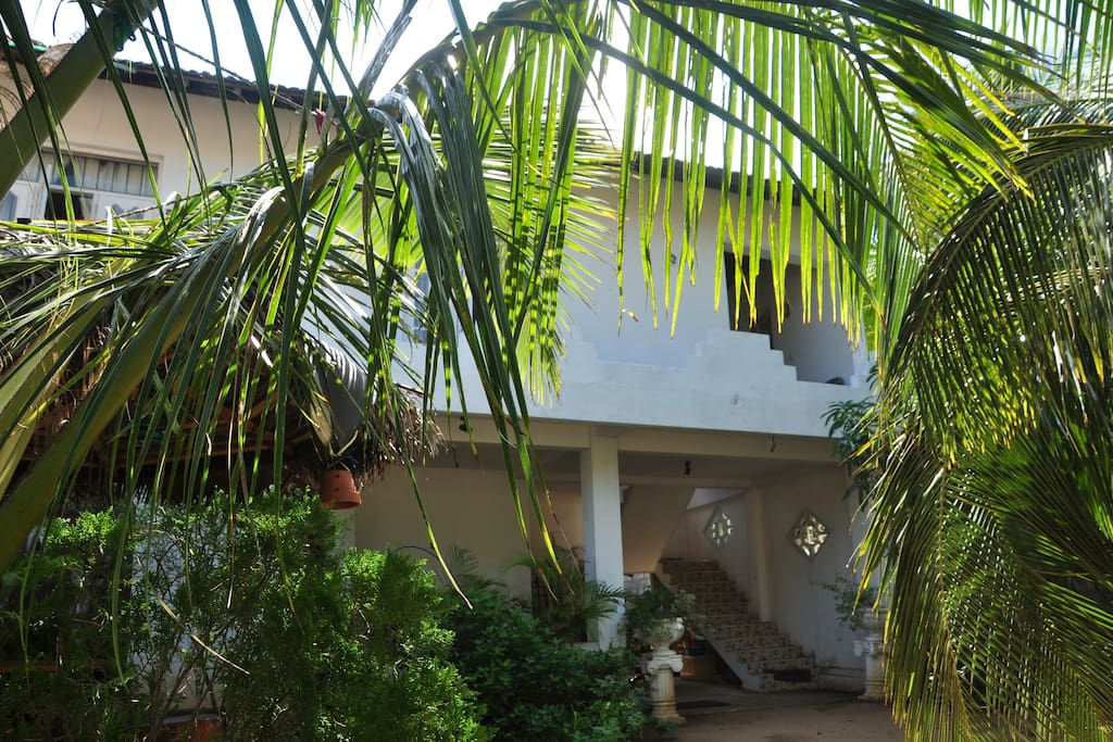 1st floor apartment to rent, with balcony and garden, just 5 mins from beach