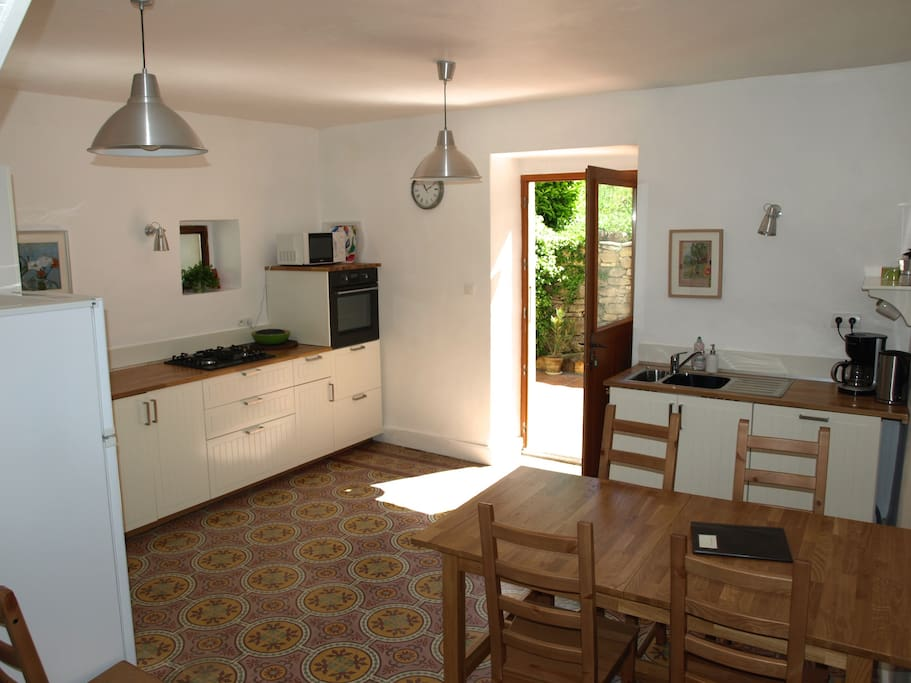 Kitchen, all new and fully equipped, with dishwasher and washing machine.