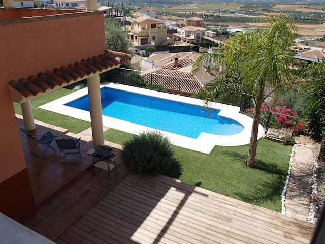 villa with nice views over valley - Coín - Bed & Breakfast