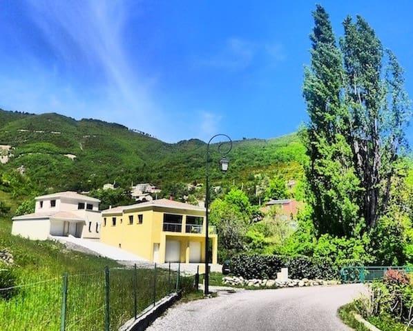 Villa moderne et confortable au coeur du village - La Robine-sur-Galabre