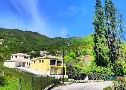 Villa moderne et confortable au coeur du village - La Robine-sur-Galabre - 一軒家