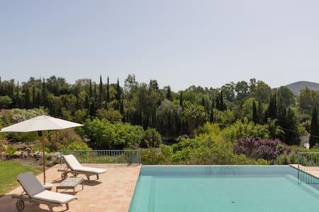 Andalucian Villa, gardens & tennis - Coín