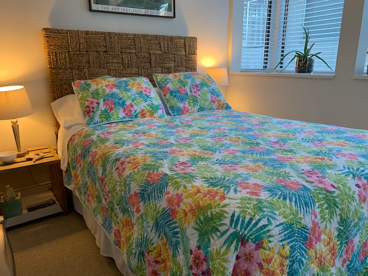 Room with en suite & private entrance near VGH