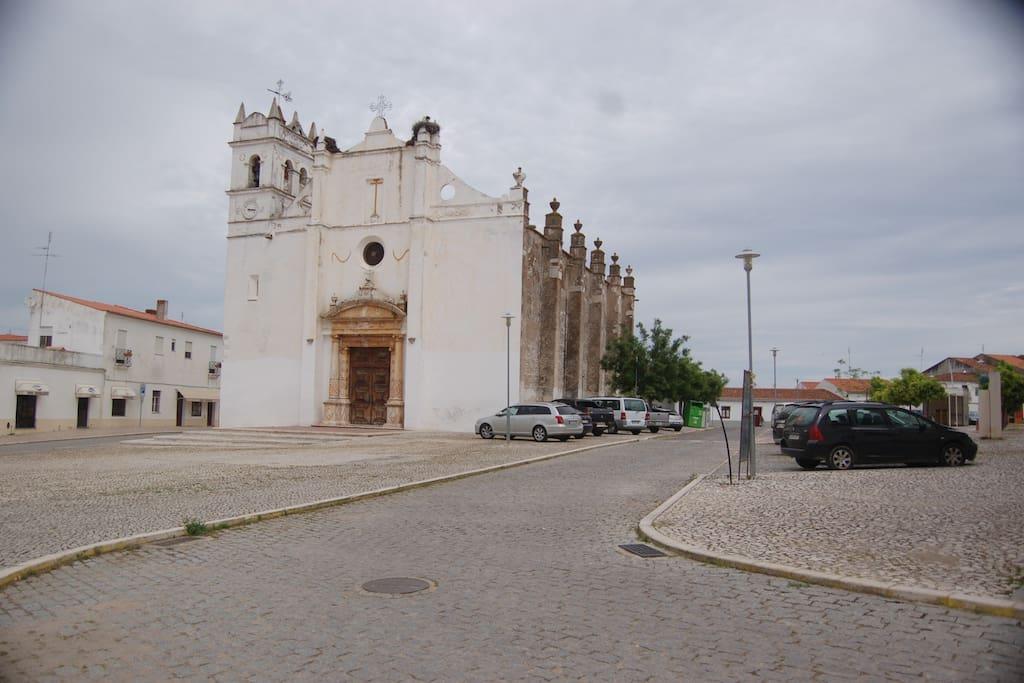 Praça principal e igreja matriz