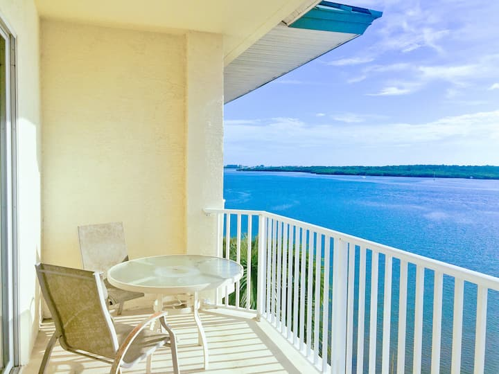Amazing waterfront condo at Boca Ciega Resort