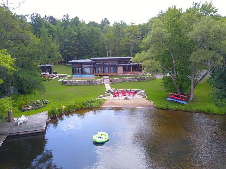 Lake Muskoka - Modern 4 Bedroom Family Cottage