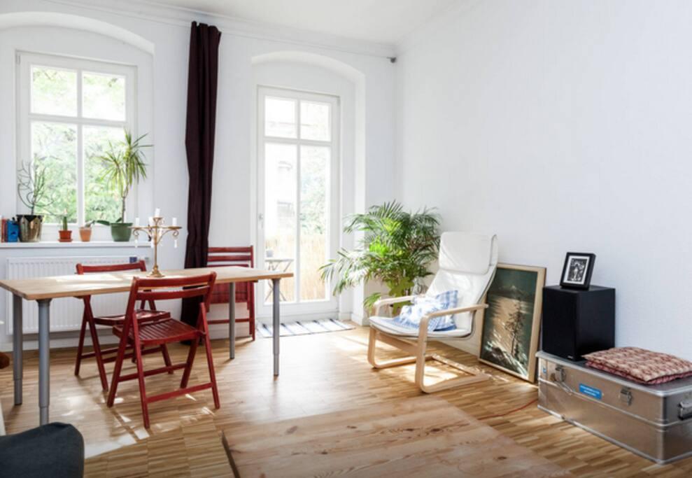 Wohn-/Esszimmer mit Balkon
