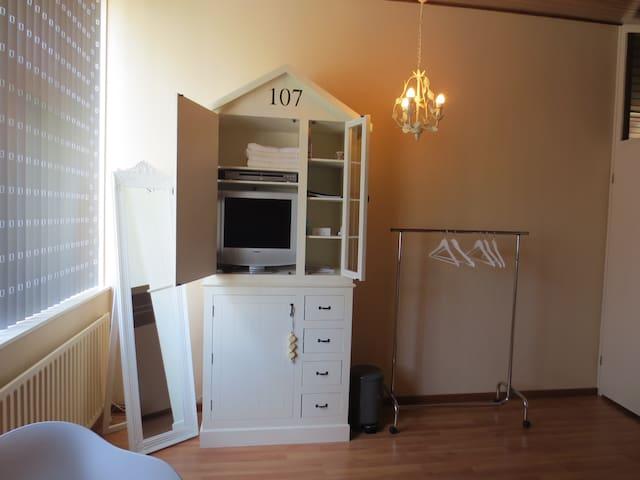 Fijne privékamer +eigen badkamer en ontbijt