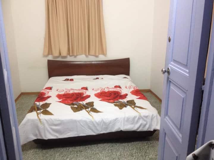 Nzar Khoury for Hosting (Room 3)