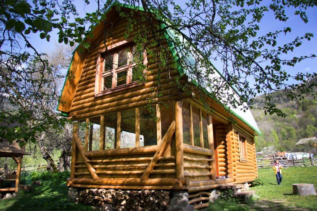 Сруб-дом с камином у реки. Отдых в горах. Экологические туры. Закан