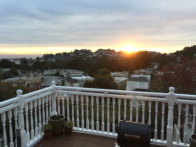 Skyview SF. Entire House with a Sunset View.