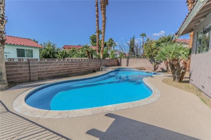 7min to Strip, Beautiful & Cozy 4BD Home with Pool - Las Vegas - Rumah