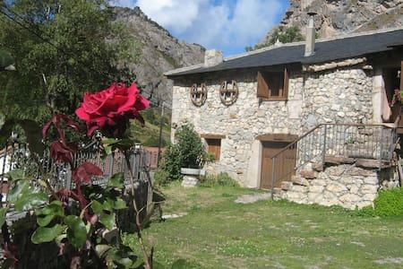 Casas Rurales La Laguna - Valle de Lago, Somiedo