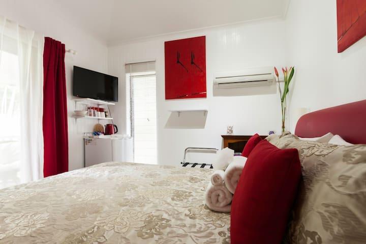 Queen room.