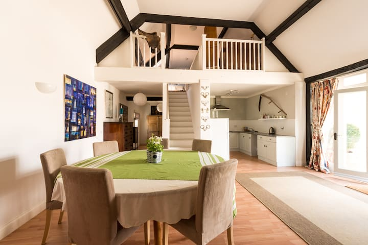 The Loft, A Spacious Cotswold Barn for 2 people - Wiltshire - Dom