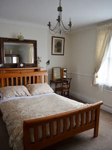 Spacious Three Bed Apartment - Gloucester