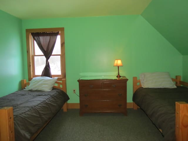Guest Room 4 with 2 twin beds