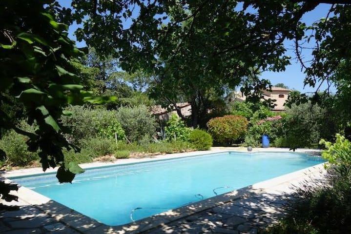 Maison avec jardin et piscine privative