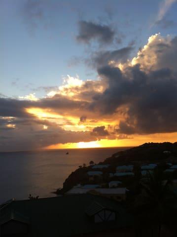 Spectacular Sunsets - Basseterre - Villa