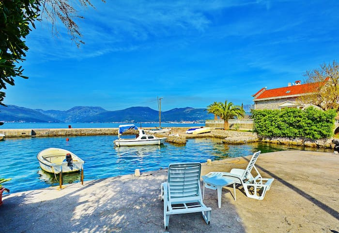 KJARA APARTMENTS - Wonderfull Studio for 3 adults - Tivat