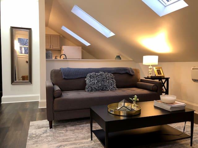 Newly Renovated Carriage House Apartment