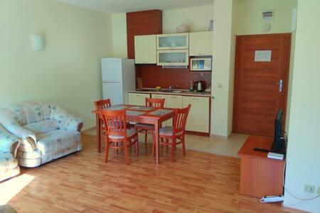 Двухкомнатный апартамент рядом с морем.