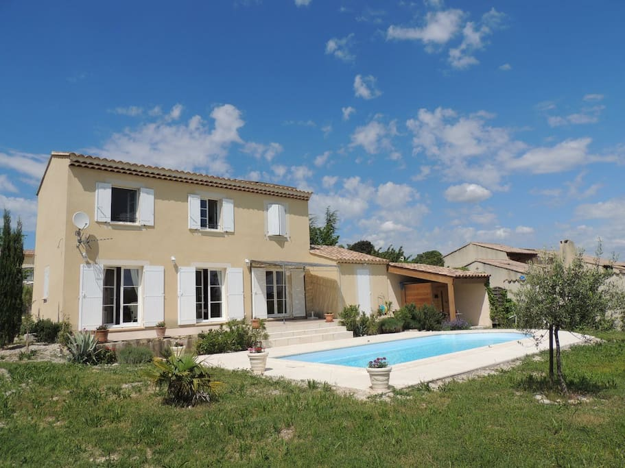 Maison piscine en dr me proven ale maisons louer - Piscine couverte st maurice ...
