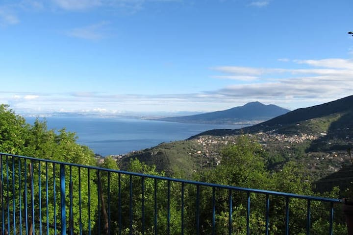 Double room IL NIDO DELL'AQUILA - garden view - Vico Equense - House