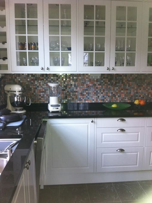 Fully equipped, modern, renovated kitchen.