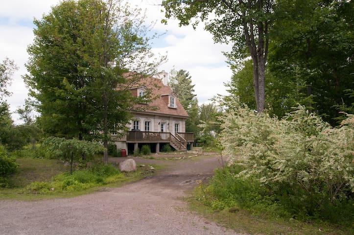 Chambres dans magnifique domaine nature et boisé - Saint-Colomban
