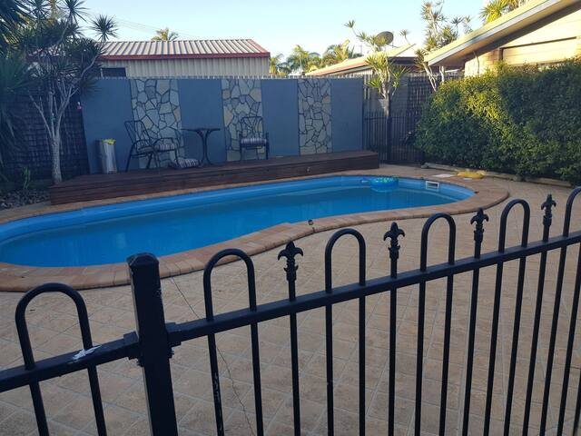 4 Brm, pool, close to stocklands. Pets ok