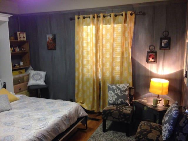 HoneyBee Room