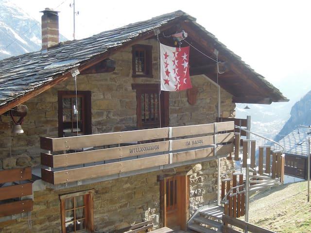 Maisonett-Wohnung im Dachgeschoss - Embd - House