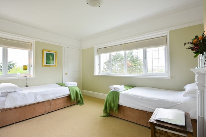 Twin room number 7 - Seaford