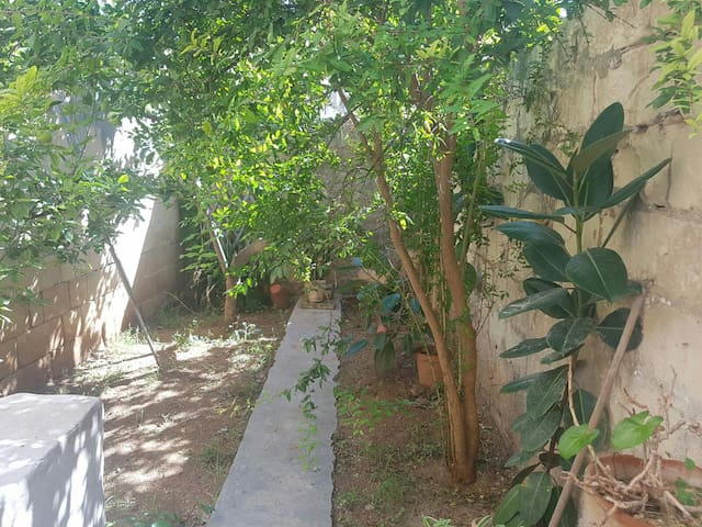 1room  peaceful townhouse in d heart of st julians