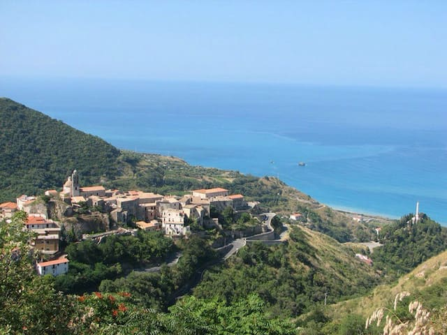 A holiday between the sea and the mountain - Belmonte Calabro - Byt