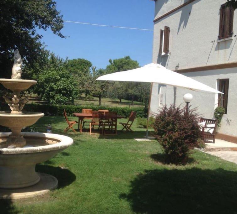 giardino per colazioni e relax