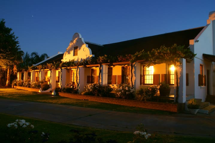 A Perfect Escape for Couples - Bonnievale - Guesthouse