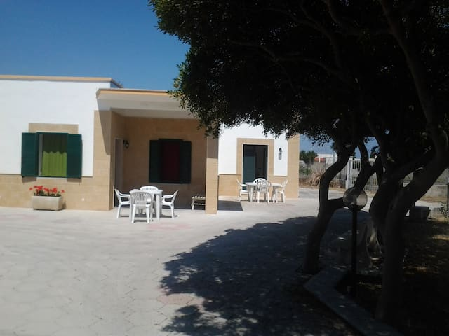 "Villa Rinalda ""N"" Sconti Luglio e Agosto!!! - Casalabate - Huis"