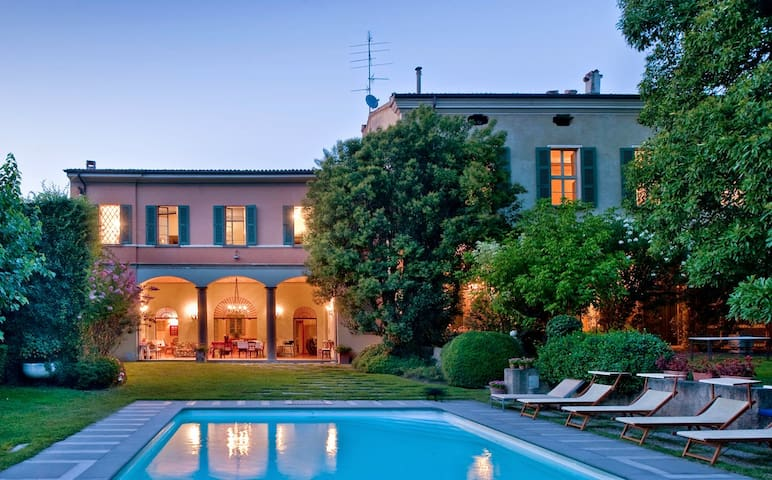 Mansion and outbuilding with large garden and pool - Cazzago San Martino - Villa