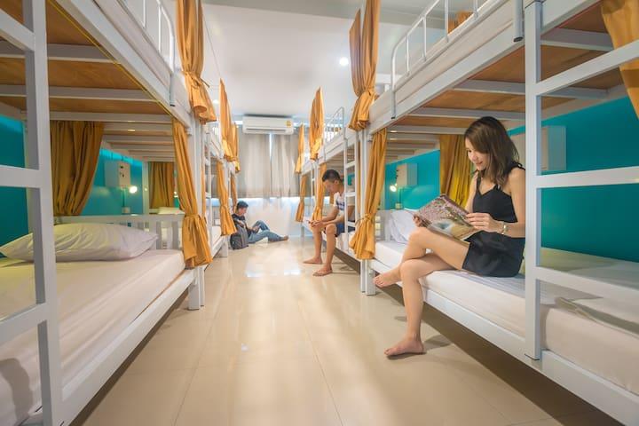 Wednesday Mix Dorm Room (12 Beds)