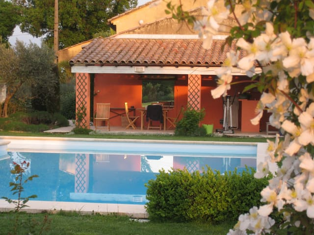 A  truly charming home in Provence - Camaret-sur-Aigues