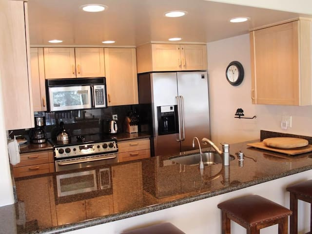 Ground level 2BR/2BA condo  - Walk to Lionshead
