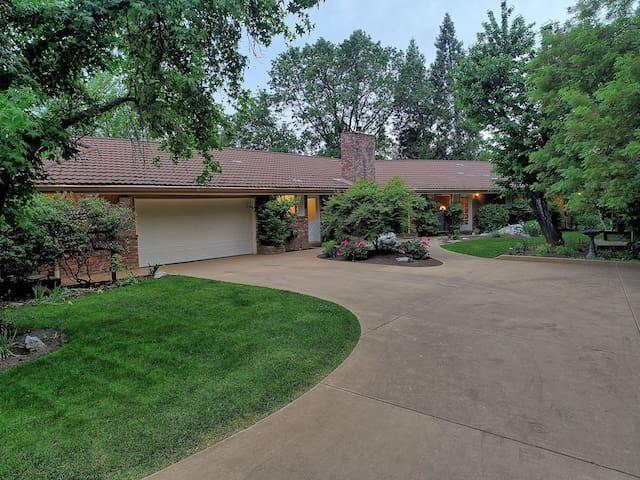 Estate Home with Vineyard/Mountain Views