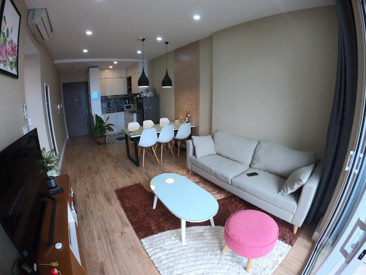 Cozy modern home just 5mins to D1