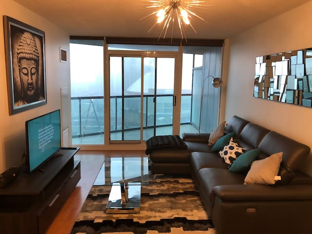 Spacious Condo in Downtown Toronto - CN TOWER VIEW